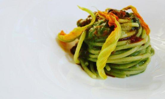 Spaghettone Lucano con polpa di riccio. Un piatto che stupisce e che ha conquistato la redazione di Identità Golose